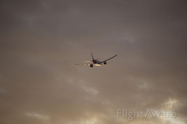 BOEING 777-300ER (ZK-OKS)