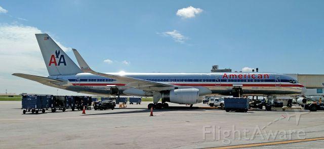 Boeing 757-200 (N194AA) - AA Starting to cross fleet the B757s
