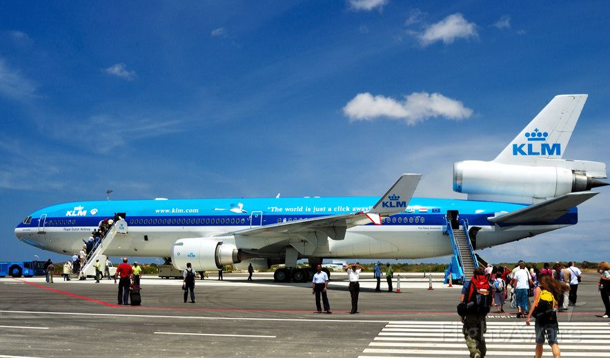 Boeing MD-11 (PH-KCH) - 2004 - Our ride home