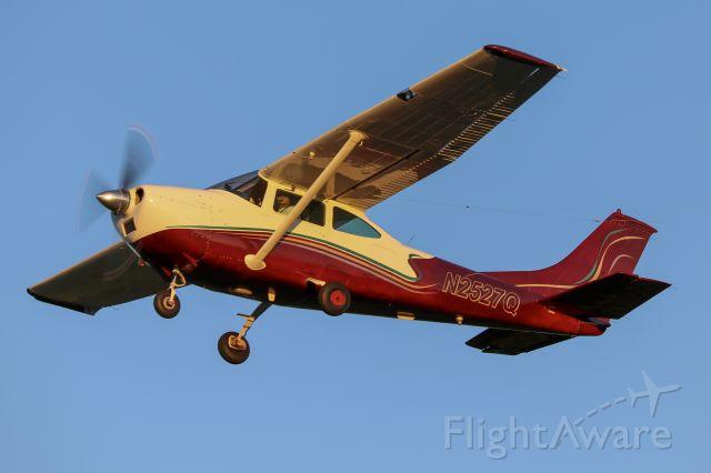 Cessna Skylane (N2527Q)
