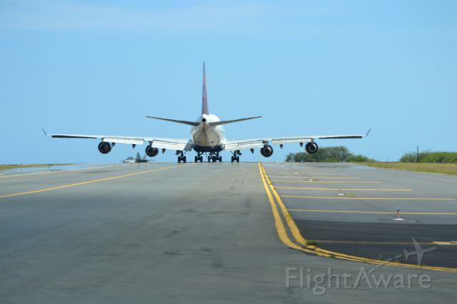 Boeing 747-400 (N662US) - A Delta 747-400 heading out to reef runway in Honolulu.