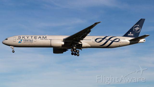 BOEING 777-300ER (B-2049)