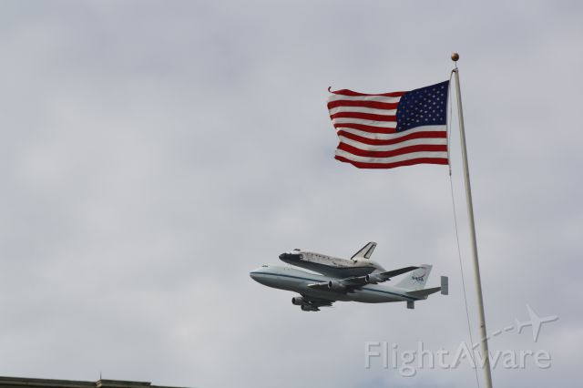 BOEING 747-100 (NASA905) - Discovery over DC