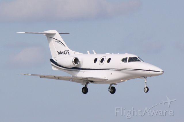 Beechcraft Premier 1 (N414TE) - Raytheon Premier 1 (N414TE) arrives at Sarasota-Bradenton International Airport following a flight from Tampa International Airport
