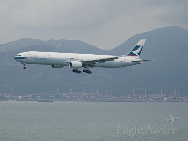 BOEING 777-300 (B-HNF)