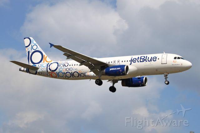 Airbus A320 (N569JB)