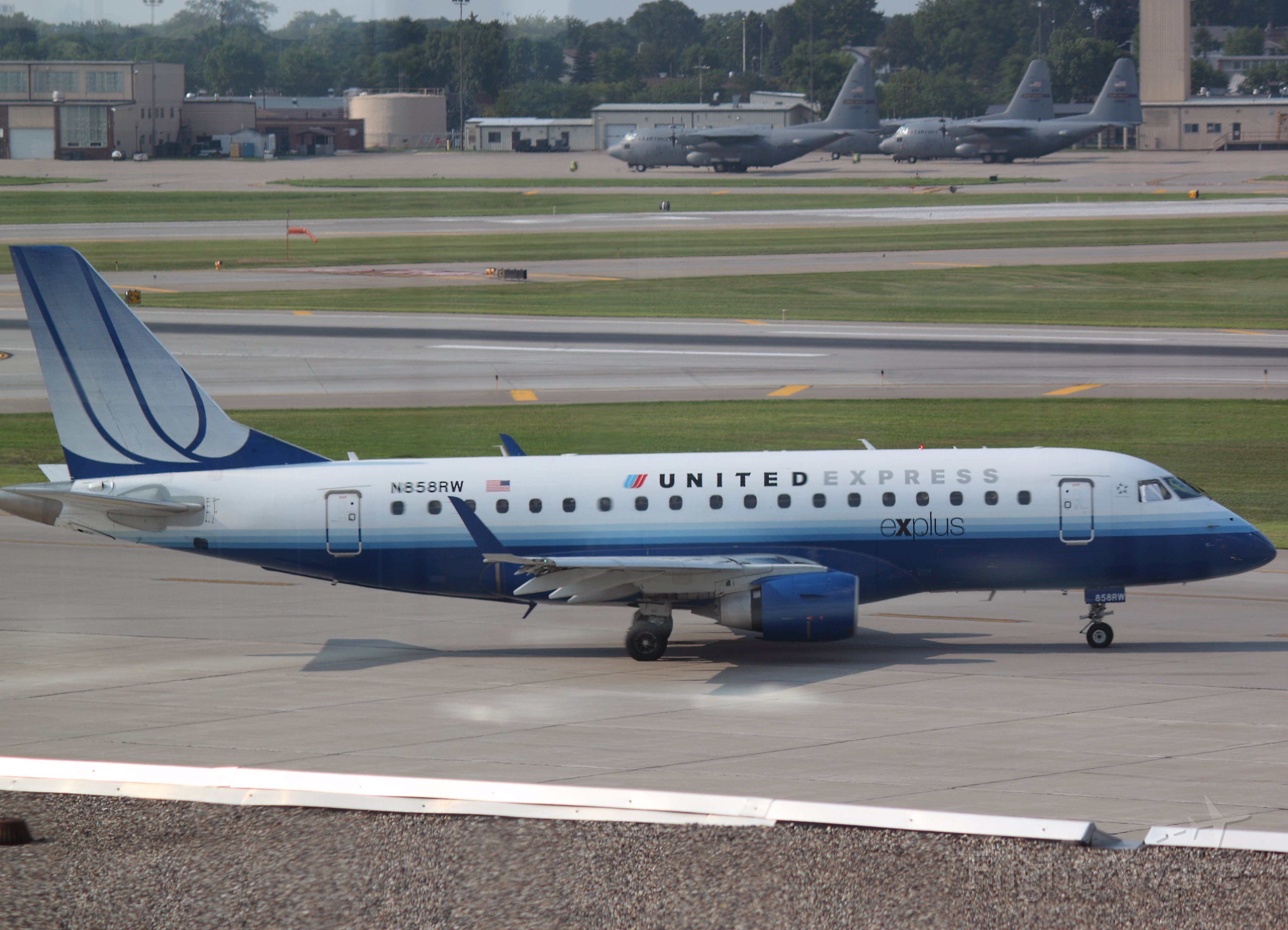 Embraer 170/175 (N858RW) - Taxiing at MSP on 07/31/2011