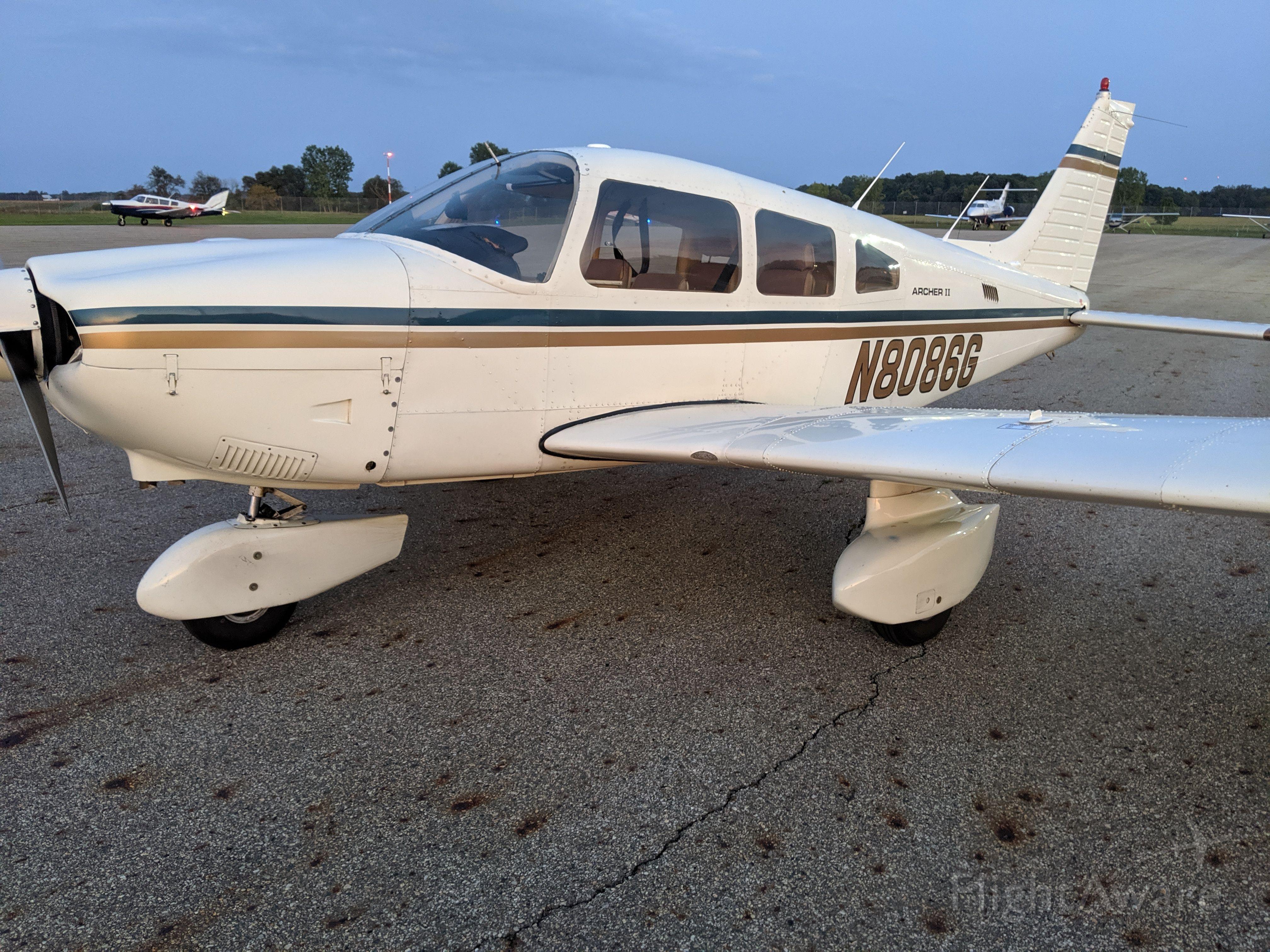 Piper Cherokee (N8086G)