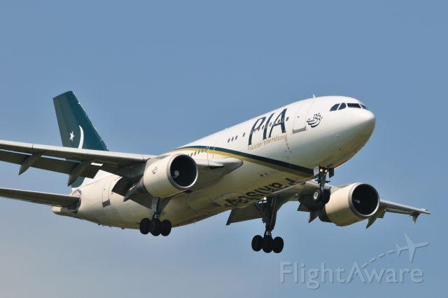 Airbus A310 (AP-BGN) - 2011/8/15