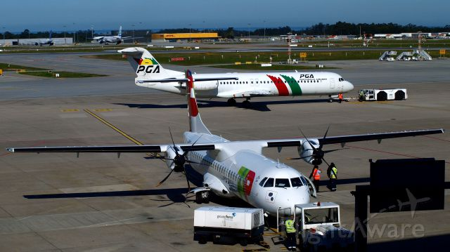 ATR ATR-72 (CS-DJA) - Porto Airport, 25 avril 2016br /CS-TPD Fokker 100 (Portugalia)