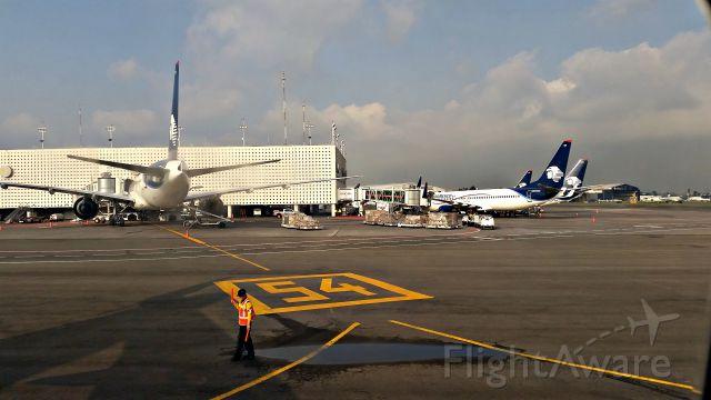 Boeing 737-800 (N861AM)