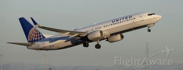 Boeing 737-700 (N37464) - phoenix sky harbor international airport 25JAN20