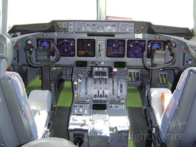 Boeing MD-11 (N525FE) - N525FE FLIGHT DECK TEST BED