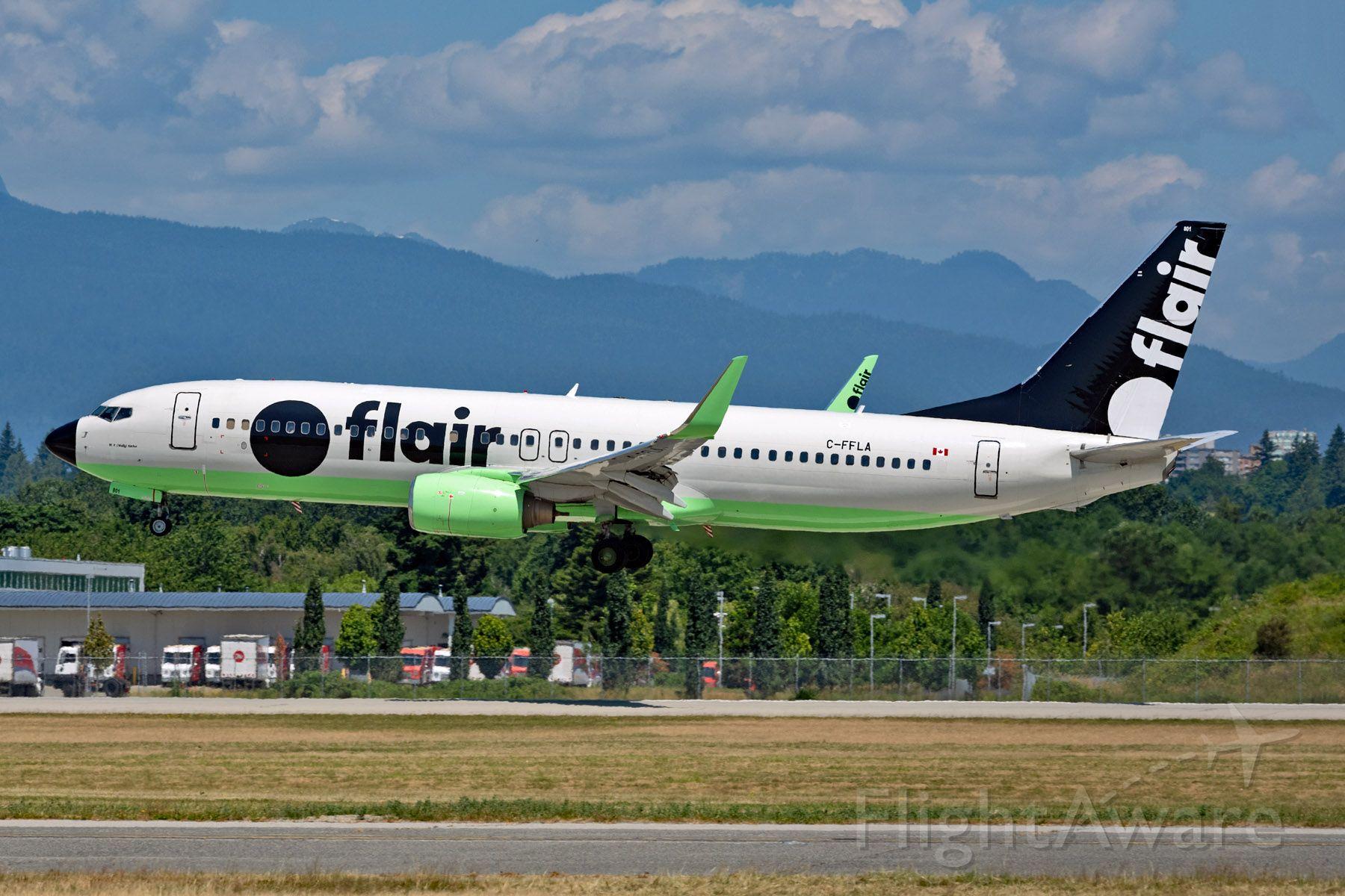Boeing 737-800 (C-FFLA)