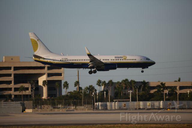 Boeing 737-800 (N749MA)