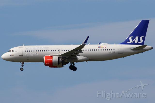Airbus A320 (LN-RGN)