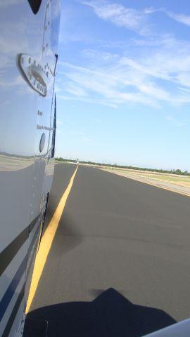 Cessna Skyhawk (N206U) - Taxiing on delta at Falcon Field kFFZ Mesa, Arizona.