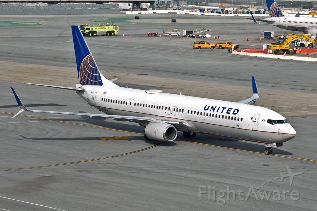 Boeing 737-900 (N75429)