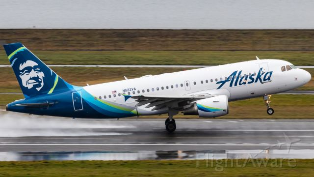 Airbus A319 (N522VA) - One of the first Virgin America A319s to have been repainted to the Alaska livery.