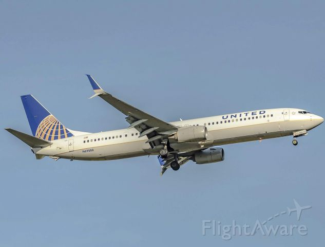 Boeing 737-700 (N69888) - United 2363 landing 22R at DTW after its flight over from San Francisco. <br /><br />5/5/2019