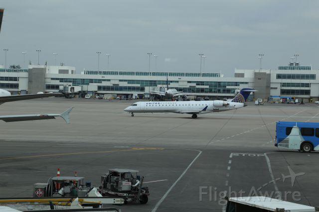 Canadair Regional Jet CRJ-700 (N705SK)