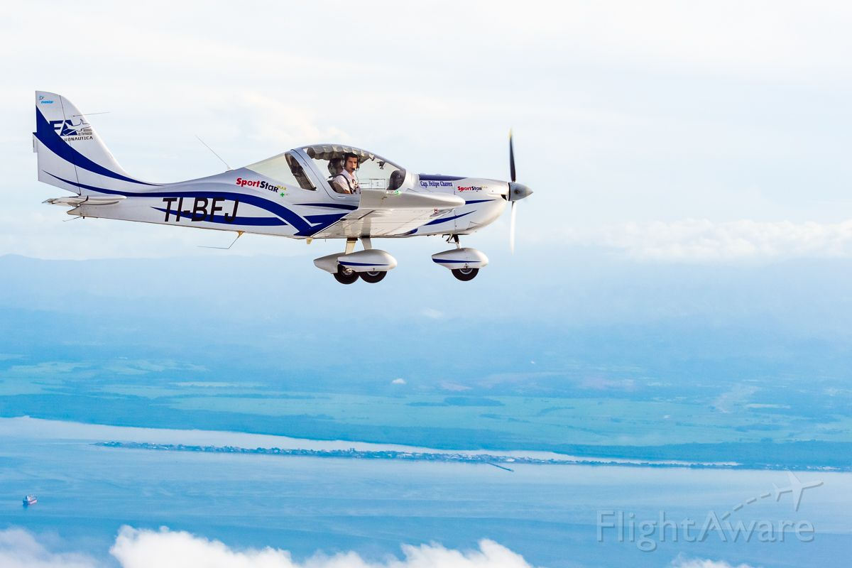 TI-BFJ — - Air to air photo from a cherokee, flying over the Gulf of Nicoya