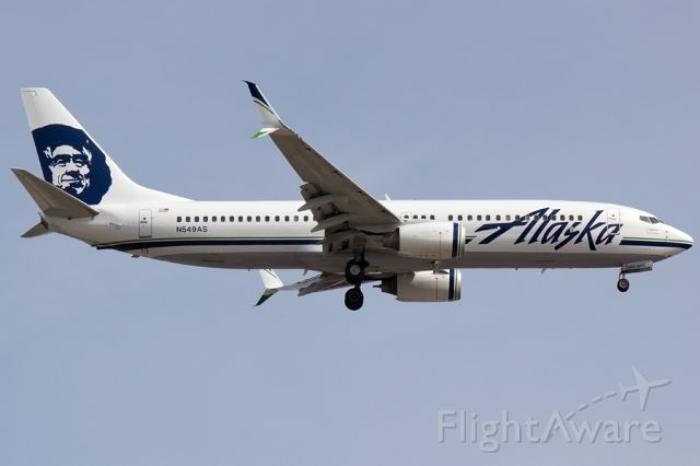 Boeing 737-800 (N549AS) - Alaska 976 arriving 21L wearing the updated livery, including the scimitar winglet paint update! 04/12/2015