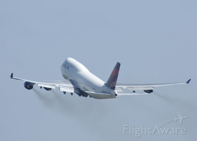 Boeing 747-400 (N672US) - Delta 747 takes off from MSP bound for Japan.