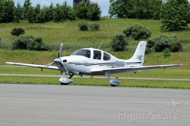 Cirrus SR-22 (N98RF) - Logan County Airport. Logan, WV