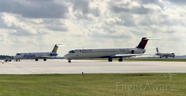 McDonnell Douglas MD-88 (N997DL) - The last 3 major operators of the MD-80 all in one pic at Greenville-Spartanburg!  Enjoy the moment and the noise while you can!