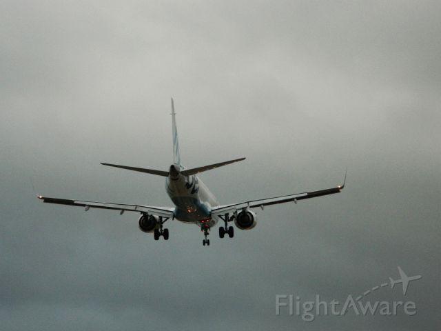 Embraer ERJ-190 —