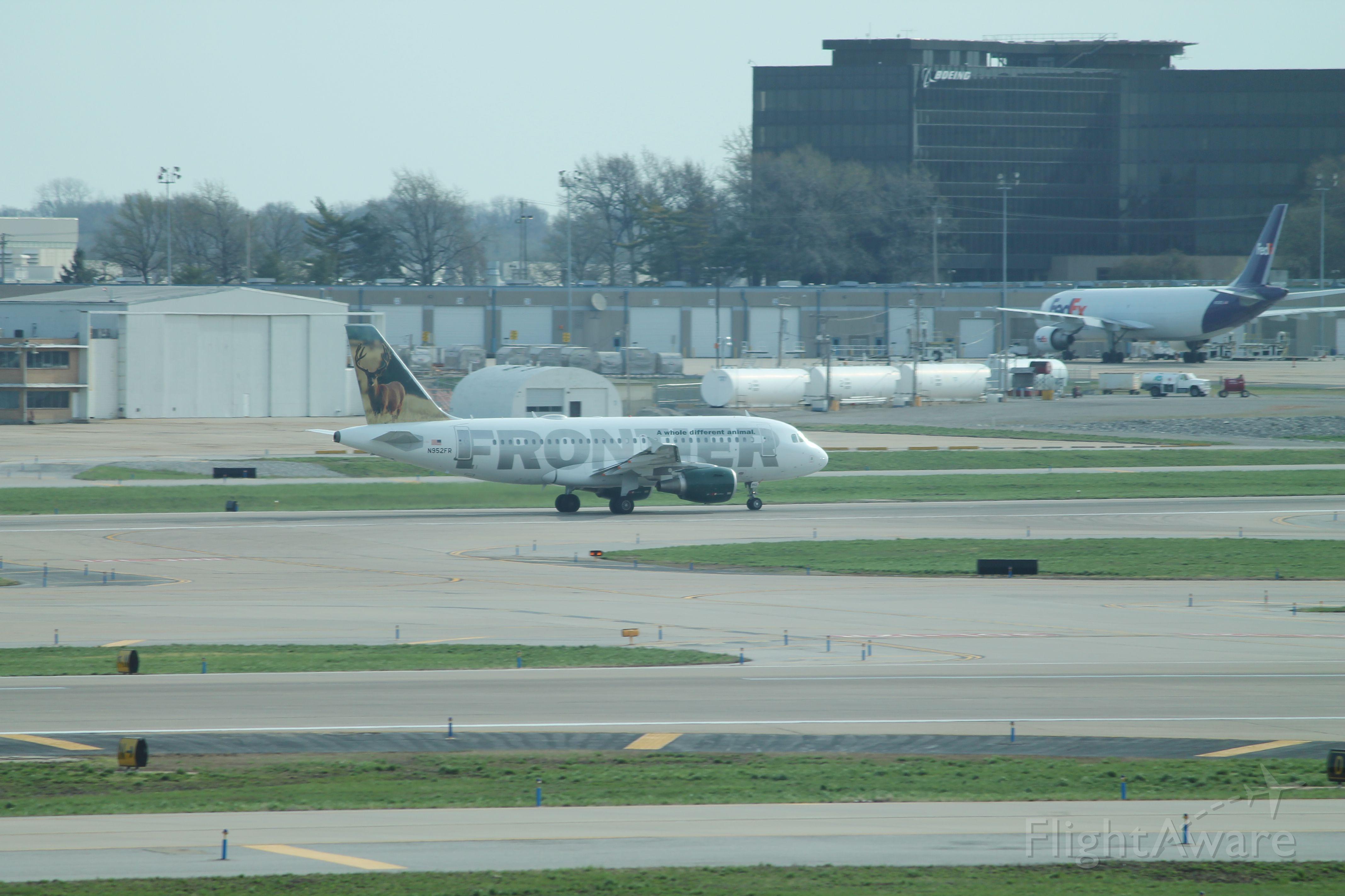 Airbus A319 (N952FR)