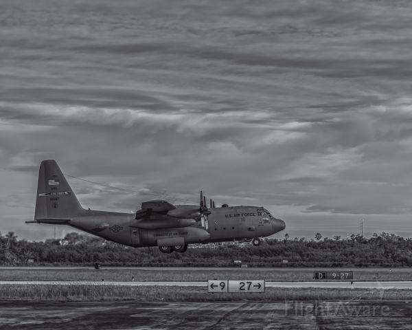 Lockheed C-130 Hercules (ANG41687) - Connecticut National Air Guard C-130 departing from KEYW.