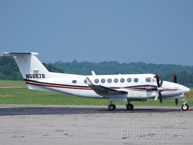 Beechcraft Super King Air 350 (N688JB) - 6/18/09