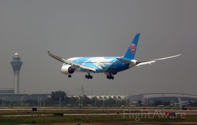Boeing 787-8 (B-2725) - China first Boeing 787 has deliveried to China Southern Airlines and come back to its home hub Guangzhou Baiyun International Airport for the first time this morning.