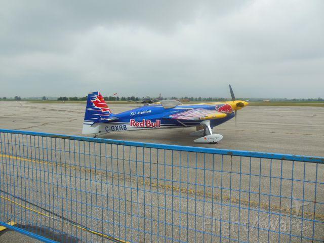 EXTRA EA-300 (C-GXRB) - Actually Pete McLeod