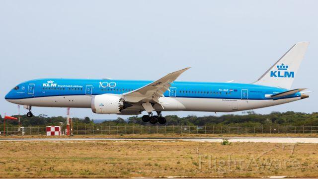 Boeing 787-9 Dreamliner (PH-BHP) - 1st Arrival of KLM dreamliner on the island as repatriation flight between AMS-AUA-AMS.