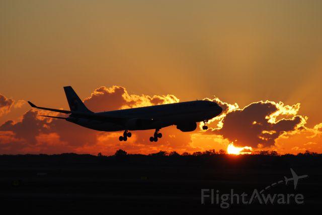 Airbus A330-300 (HL7585)