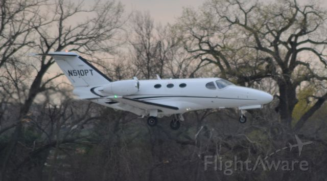 Cessna Citation Mustang (N510PT) - N510PT on final to Runway 3 in KFSD
