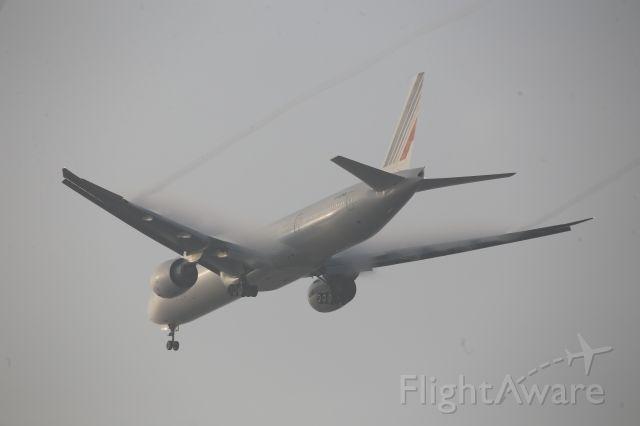 BOEING 777-300ER (F-GZNB)