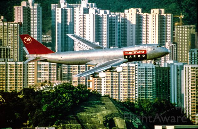 Boeing 747-200 (N630US) - Slide-Scan / Kai Tak Oct. 1996 / Note the graveyard on the hill