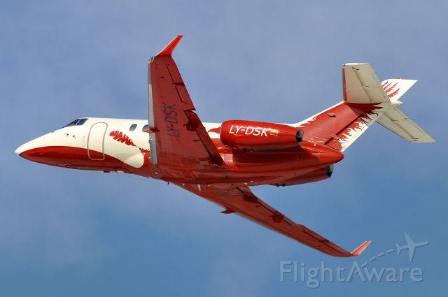 Raytheon Hawker 800 (LY-DSK)