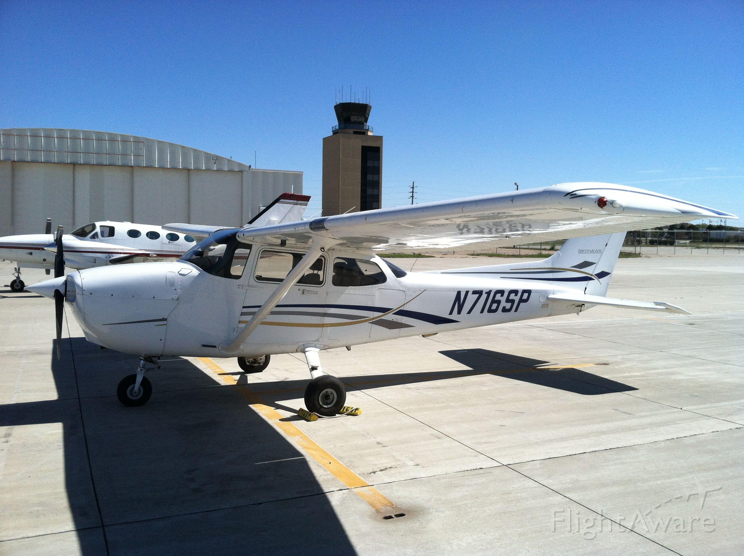 Cessna Skyhawk (N716SP)