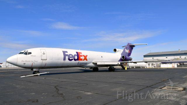 BOEING 727-200 (N221FE) - FedEx Boeing 727-233(A)(F) N221FE in Dayton