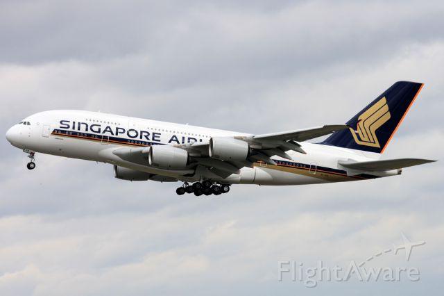 Airbus A380-800 (9V-SKM)