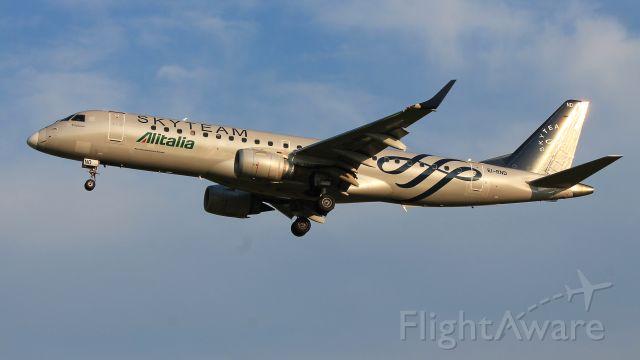 Embraer ERJ-190 (EI-RND) - Alitalia Embraer E190 with Skyteam livery landing at Groningen Airport Eelde.