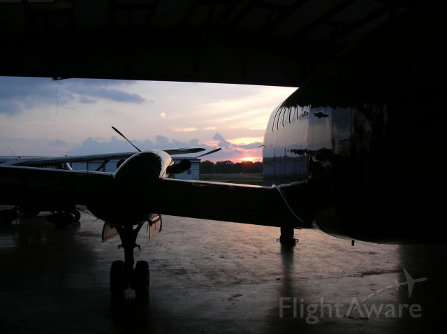 Beechcraft Super King Air 200 (N545LC) - In bed for the night