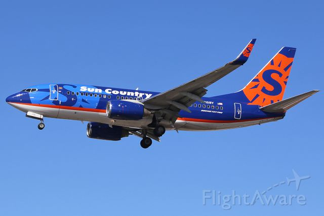 Boeing 737-700 (N715SY) - Landing.