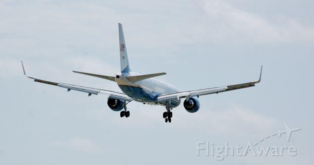 Boeing 757-200 (N80002) - In Dallas DPD Memorial