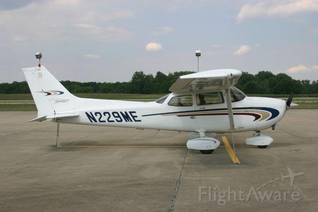 Cessna Skyhawk (N229ME)